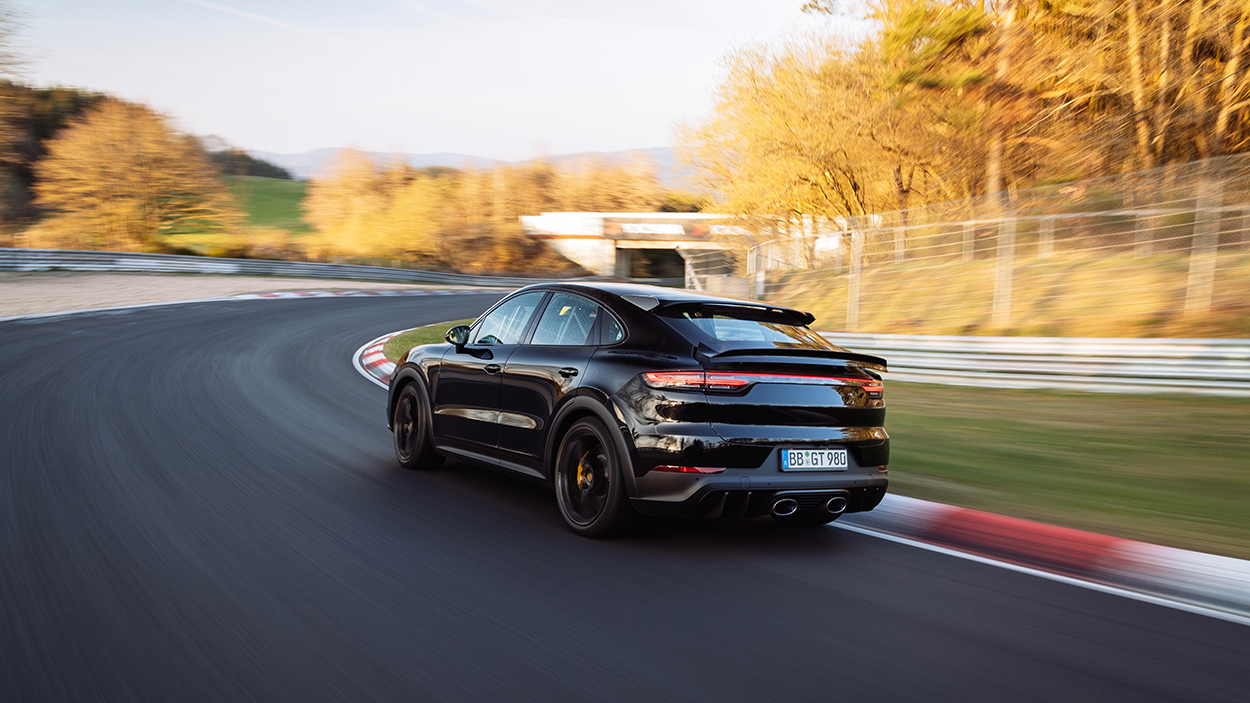Video: Porsche Cayenne breathing down Carrera GT's neck at the Nürburgring